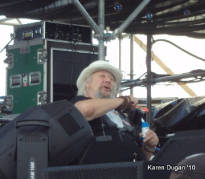 Wavy Gravy - blowing bubbles during Kimock set