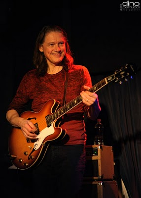 Robben Ford - The Blue Note, NYC 12110 (Photo by Dino Perrucci)