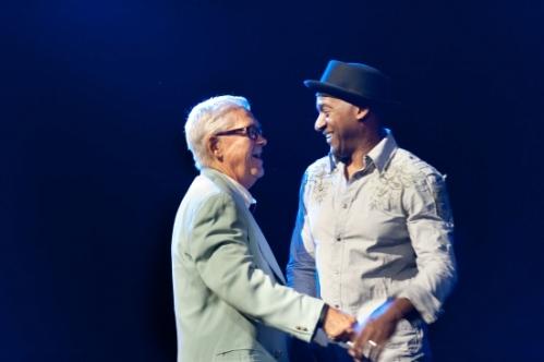 Claude welcomes Marcus Miller (C) Lionel Flusin 2
